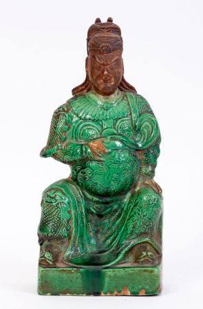 Chine, époque Kangxi (1662-1722)Sujet en porcelaine émaillée verte représentant Guandi assis.An