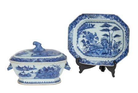 Chine, époque Qianlong (1723-1795)Terrine couverte et son dormant en porcelaine à décor en émau
