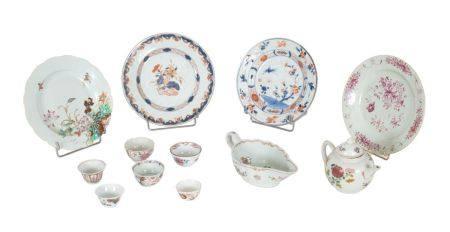 Chine, époque Yongzheng/Qianlong (1723-1795)Lot comprenant:- quatre assiettes en porcelaine à d