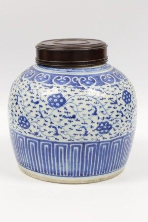 QING DYNASTY BLUE WHITE JAR WITH LID