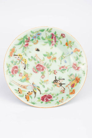 QING DYNASTY PEA-GREEN FLOWER BUTTERFLY PLATE