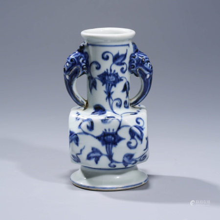 A BLUE AND WHITE FLORAL PORCELAIN VASE WITH DOUBLE EARS