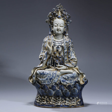 A BLUE AND WHITE GUAN YIN PORCELAIN STATUE