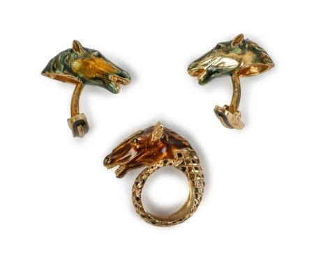 A 10K ENAMELED GOLD HORSE CUFF LINK AND RING SET