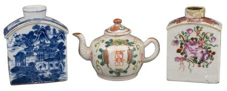 TW0 CHINESE PORCELAIN TEA CADDIES & TEAPOT, 18/19th CENTURY
