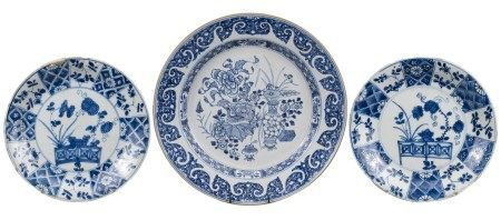 THREE CHINESE BLUE AND WHITE PORCELAIN DISHES, 18th CENTURY