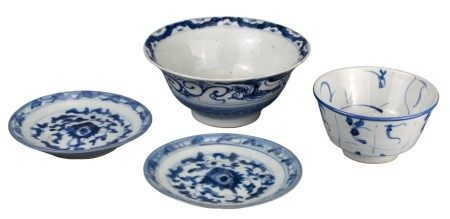 FOUR CHINESE BLUE AND WHITE PORCELAIN BOWLS & DISHES, 18th/19th CENTURY