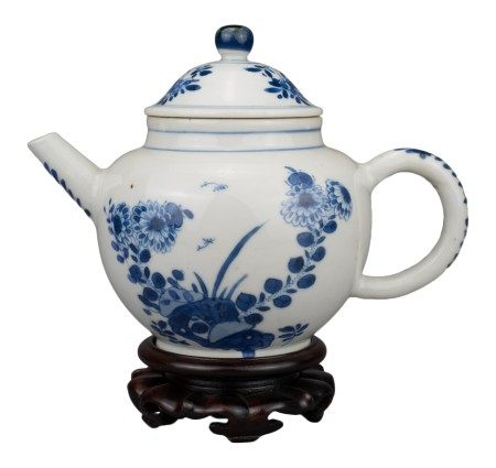 CHINESE BLUE AND WHITE PORCELAIN TEAPOT, YONGZHENG PERIOD, 18th CENTURY