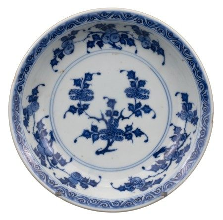 CHINESE BLUE AND WHITE 'THREE ABUNDANCES' PORCELAIN DISH, YONGZHENG PERIOD, 18th CENTURY