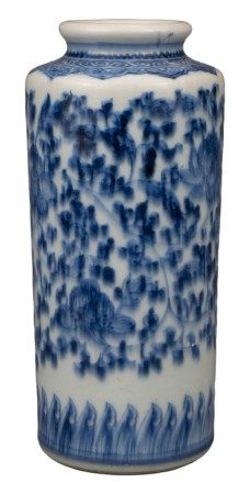 CHINESE BLUE AND WHITE PORCELAIN VASE, QIANLONG PERIOD, 18th CENTURY