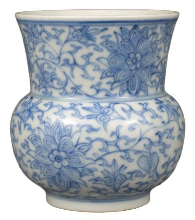 CHINESE BLUE AND WHITE PORCELAIN SPITTOON 'ZHADOU', JIAQING PERIOD, EARLY 19th CENTURY