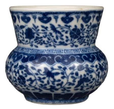 CHINESE BLUE AND WHITE PORCELAIN SPITTOON 'ZHADOU', TONGZHI PERIOD OR EARLIER, 19th CENTURY