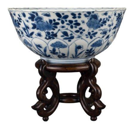 CHINESE BLUE AND WHITE PORCELAIN BOWL, KANGXI PERIOD, 18th CENTURY