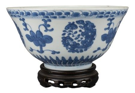 CHINESE BLUE AND WHITE PORCELAIN BOWL, JIAQING MARK AND PERIOD, EARLY 19th CENTURY