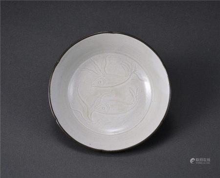 定窯鑲銀邊雙魚紋盤