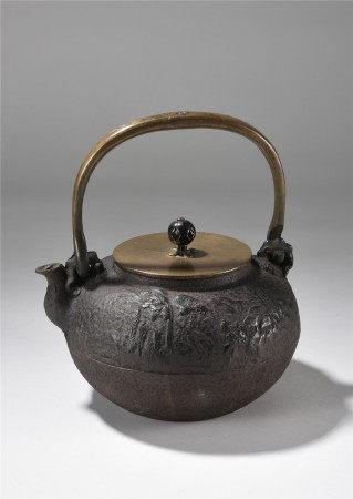 龜文堂造山水紋提梁嵌銀鐵壺