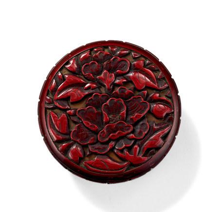 明初 剔紅牡丹紋香盒