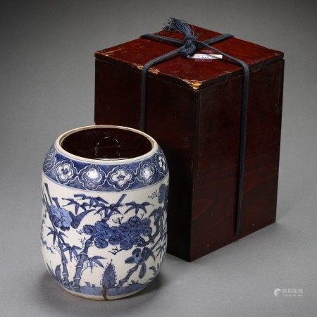 A BLUE AND WHITE PORCELAIN JAR WITH WOOD STORAGE BOX