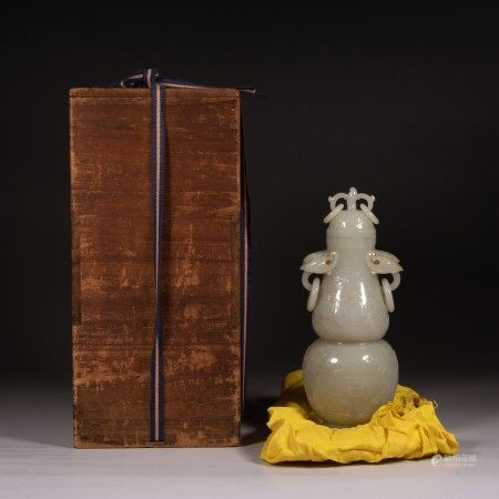 A QING DYN. FINELY CARVED DOUBLE-GOURD JADE VASE