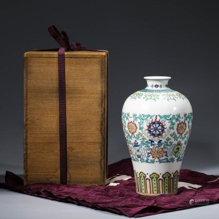 A DOUCAI FLORAL PORCELAIN MEIPING VASE IN WOODEN BOX