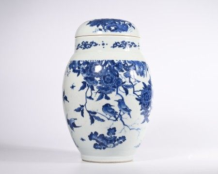 A BLUE AND WHITE BIRD AND FLOWER PORCELAIN JAR