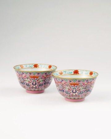 清道光 粉彩缠枝莲花卉蝠纹碗一对