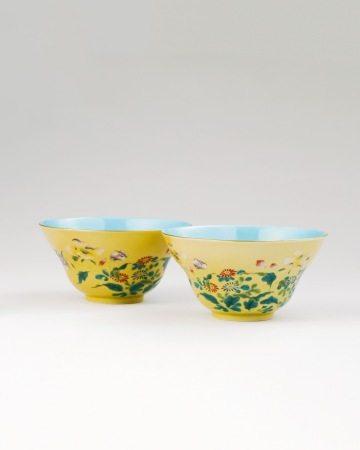 清乾隆 米黄釉粉彩花卉折沿碗一对
