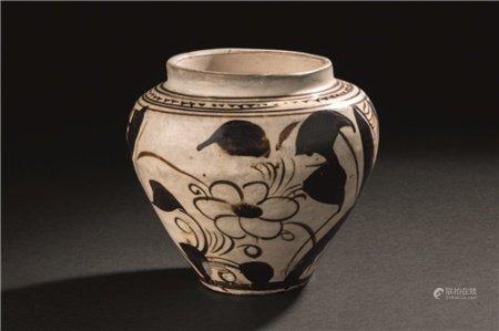 宋代(960-1279) 磁州窑花卉纹罐