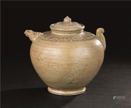 南北朝(420-581) 越窑青瓷兽首莲瓣纹盖壶