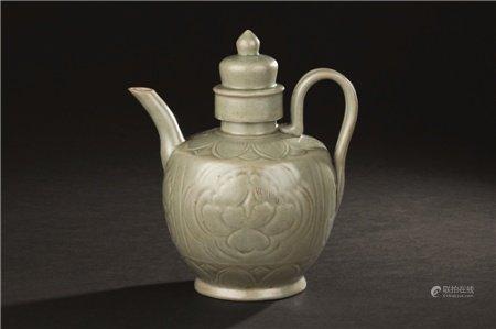 宋代(960-1279) 越窑牡丹纹执壶