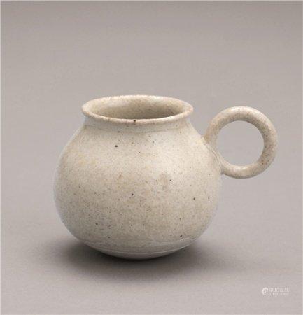 唐代(618-907) 白瓷环把手杯