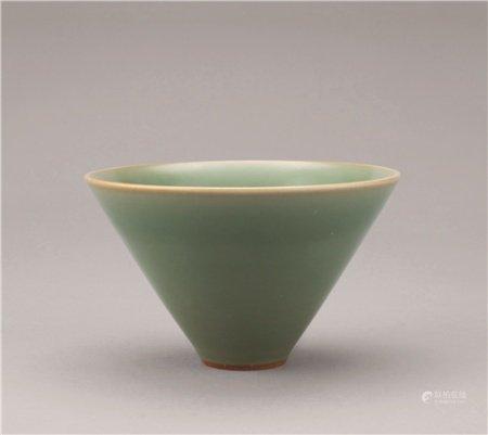 宋代(960-1279) 龙泉窑斗笠碗