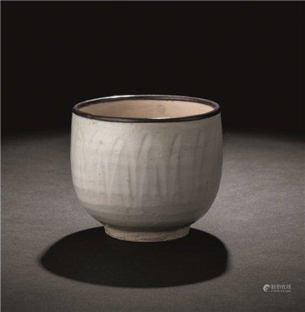 北宋(960-1127) 定窑包银口莲瓣杯