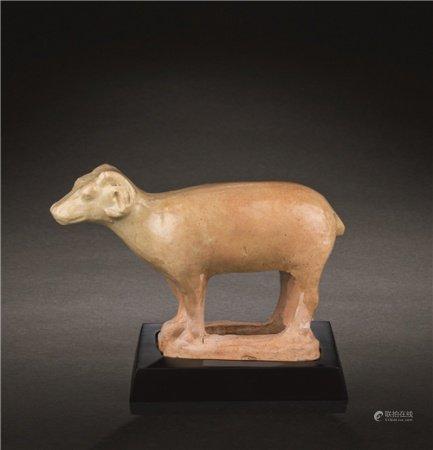 唐代(618-907) 黄釉羊摆件