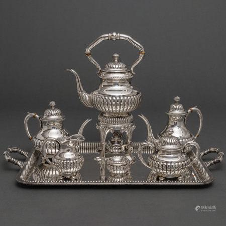 Importante juego de café en plata epañola punzonada. Siglo XX. Ley,925