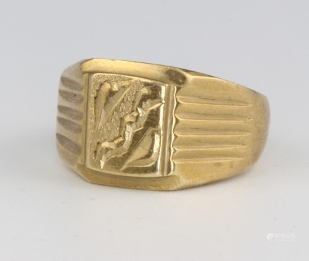 A gentleman's 18ct yellow gold signet ring size V 1/2, 11.9 grams