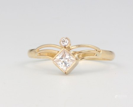 An 18ct yellow gold crossover paste ring size R 1/2