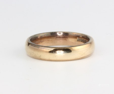 A 9ct yellow gold wedding band, size L 1/2, 4.1 grams