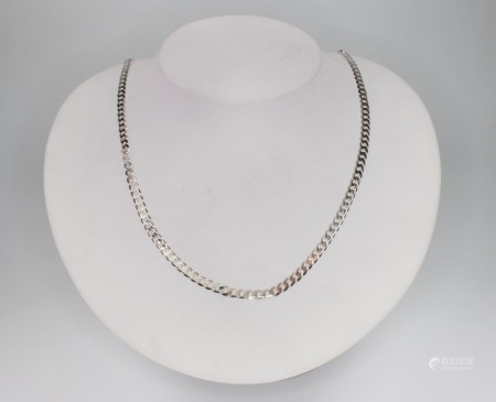 A 9ct white gold curb link necklace 46cm, 9 grams