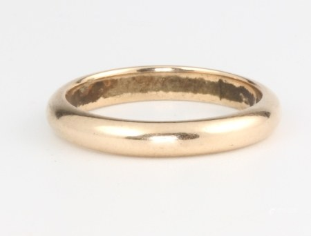 A 9ct yellow gold wedding band, size L 1/2, 3 grams