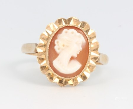 A 9ct yellow gold cameo ring, 4.7 grams, size T