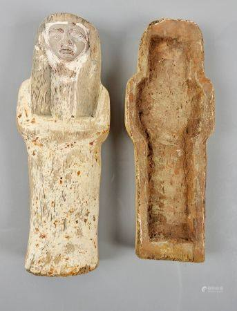 Sarcophage miniature.Bois sculpté à engobe à restes de polychromie. L :20,5cm.