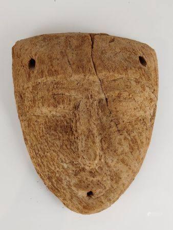 Masque de sarcophage.Bois de palmier.en l'état.Basse Epoque H :22cm.