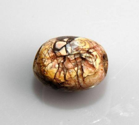 Sceau cachet représentant un lion marchant Pierre polie marbre? 1.8 cm