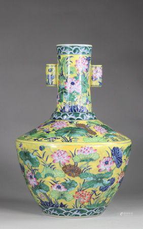 CHINA vase of archaic shape, known as -HU-, created during the Reign of Emperor Qianlong (1736-1795)