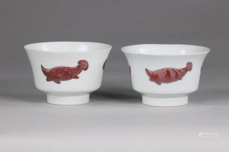 China pair of Xuande bowls, decorated with 3 fish, in copper red, inlaid in the mass the marks in cobalt blue, under the glaze