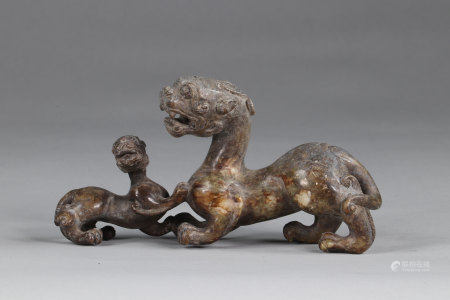 China chimera, in gray-green jade, representing a lioness with her cub, finely executed archaic work