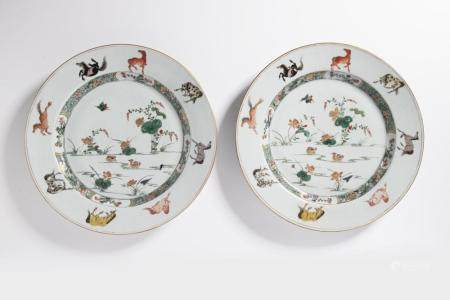 A PAIR OF FAMILLE VERTE 'HORSES' DISHES