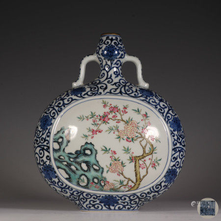 The Blue and White Moon Flasks with the Picture of Opening Windows 青花缠枝莲开窗粉彩花卉抱月瓶