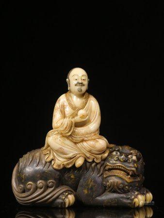 The Minguo Period , Hand Craving Arhat Statue China Shoushan Rose Quartz Stone Ornament